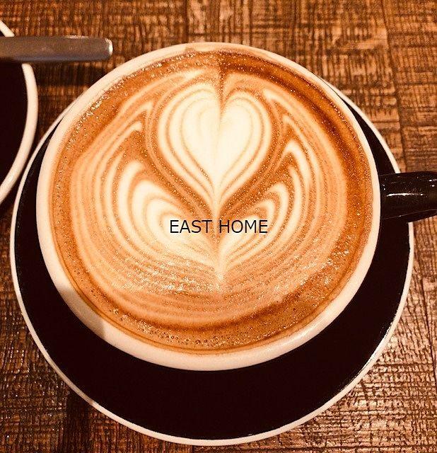 表参道「LATTEST OMOTESANDO 」のカフェラテの写真です