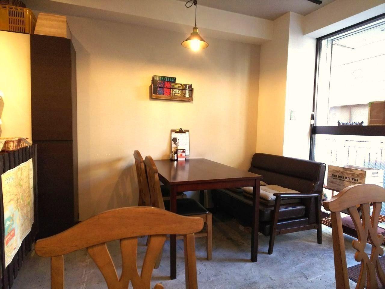 八幡山駅 カフェパネトーネの人気のソファ席♪子供が嬉しそうにパンをほうばっているのを見るとほっこりします。