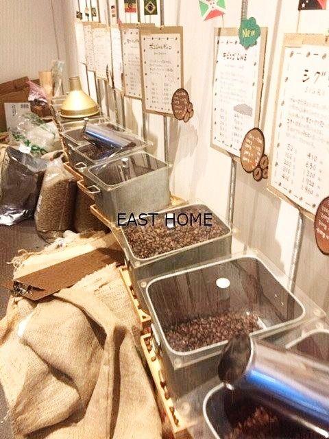 京王線芦花公園駅すぐの自家焙煎珈琲「イネマメ」の店内です