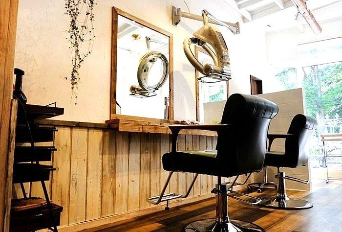 三鷹の空間工房が手がけた美容室です。まるでカフェのような空間にかわりました。