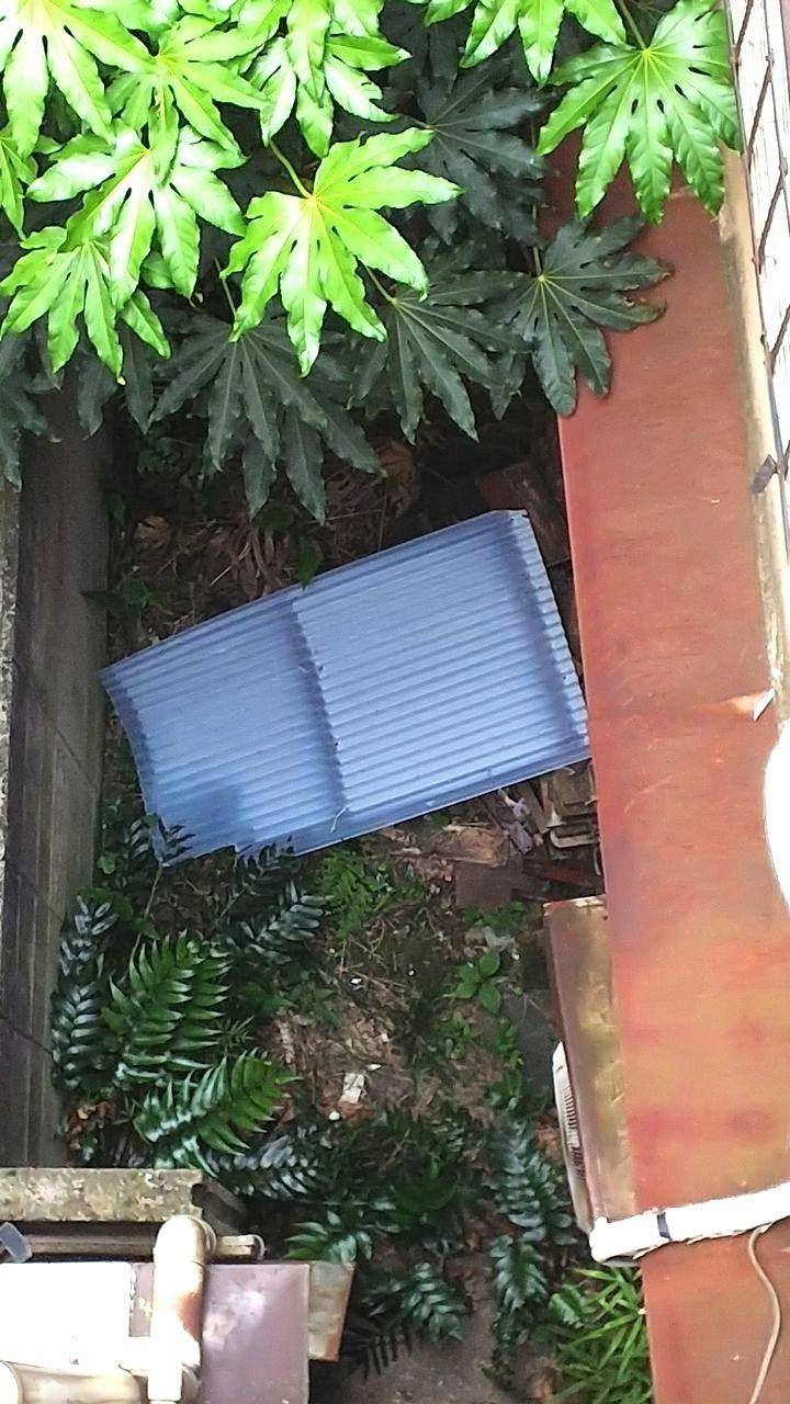上北沢の大家さんの屋上に設置してあった10枚の波板プレートが全て落下してしまいました。
